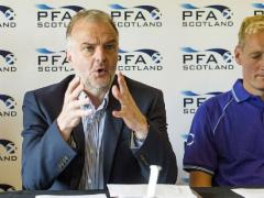 Players want grass pitches at top level, says PFA chief